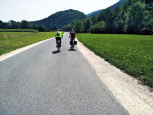 Cycling towards Crnivec pass